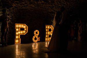 Letras personalizadas con luz para bodas
