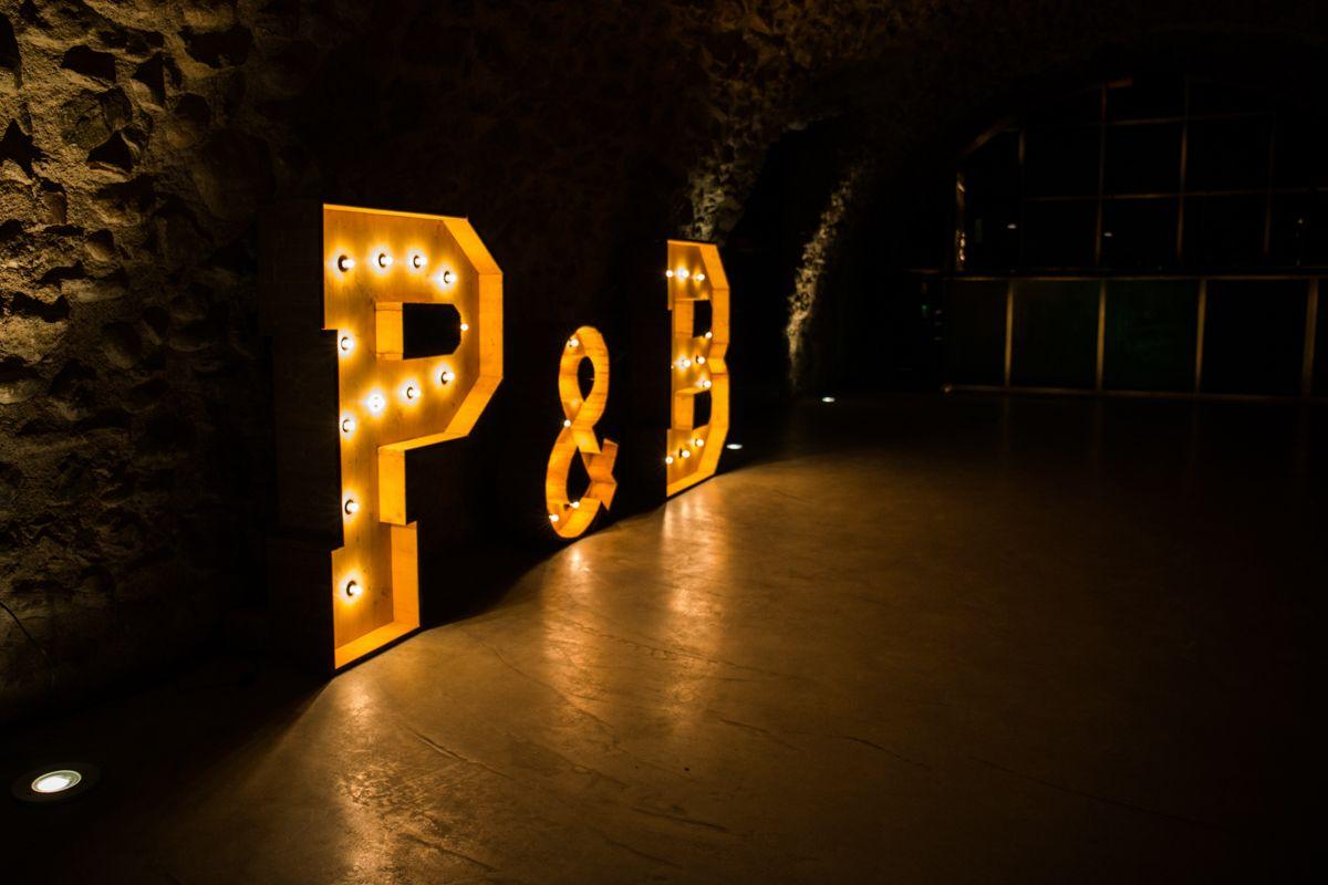 Alquiler de letras para bodas en castell d 39 empord bcn - Casa letras madera ...