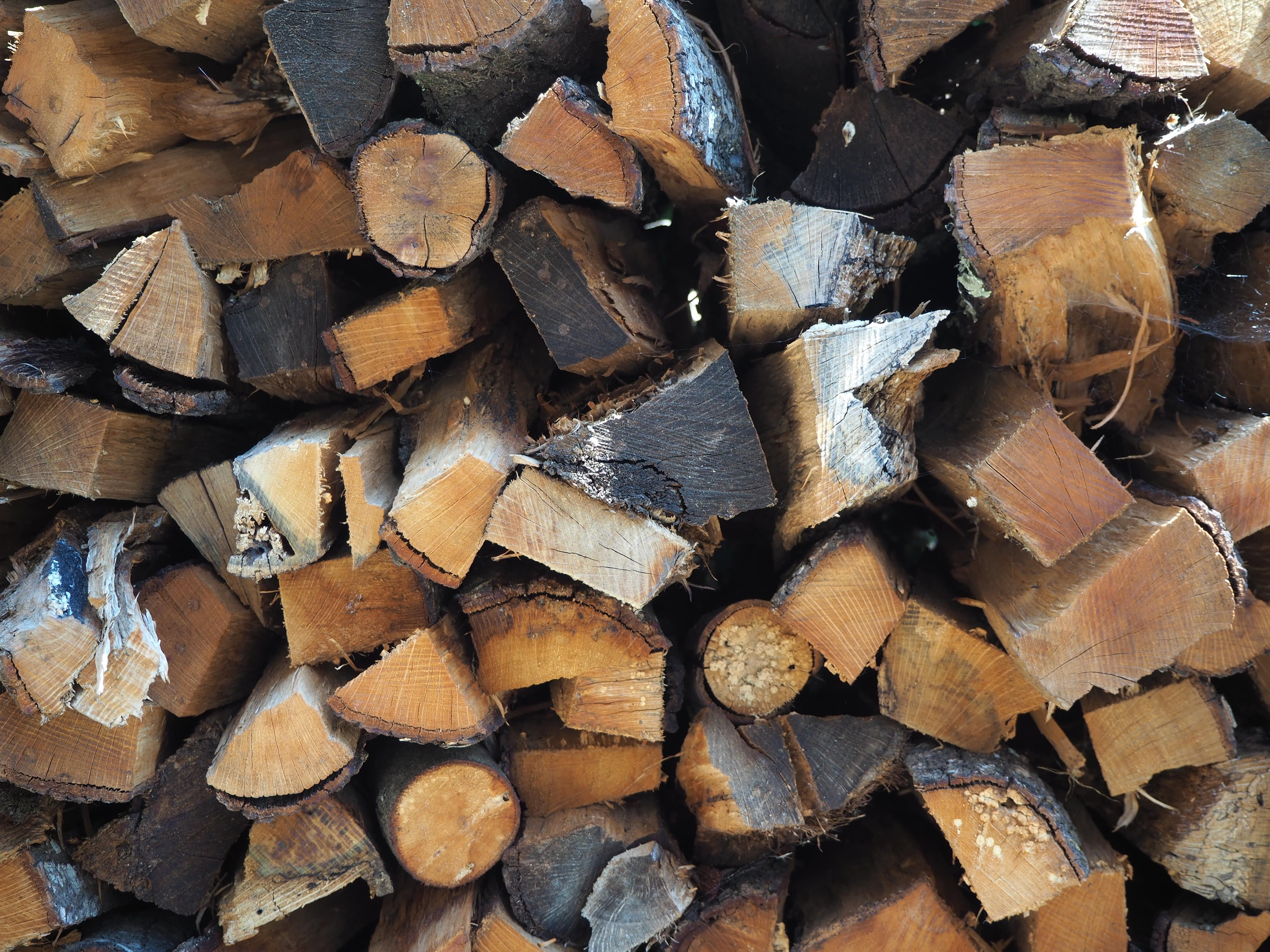 Madera de pino para nuestras letras luminosas de madera BCN LETTERS