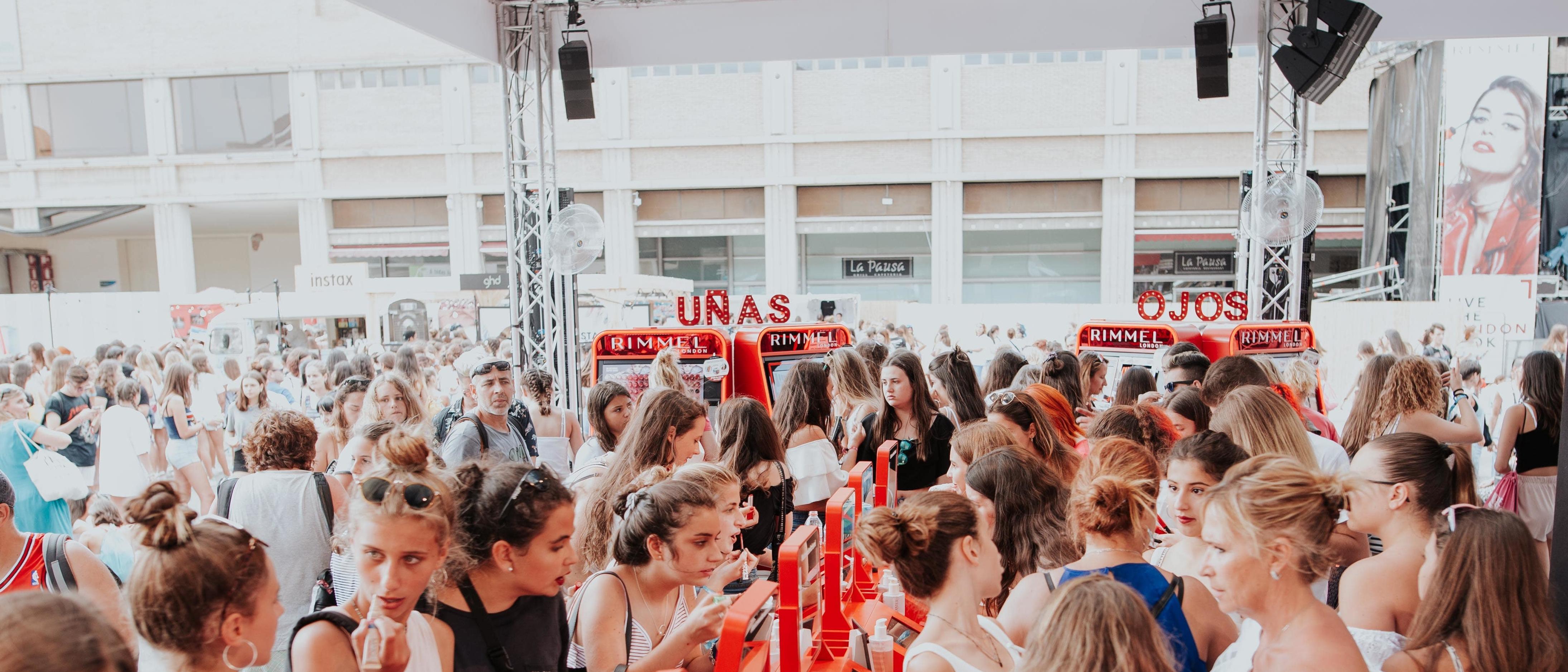 Venta de letras con luces RIMMEL en el festival Dulceweekend de Barcelona
