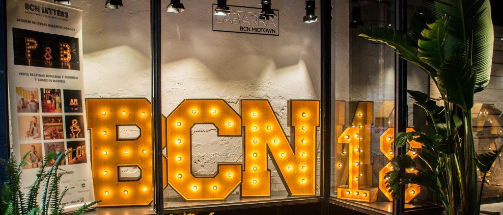 Alquiler y venta de letras en Barcelona de madera con luces para bodas y eventos