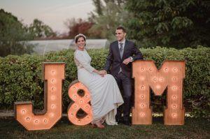 Letras luminosas de alquiler para bodas y eventos de BCN LETTERS en Lleida
