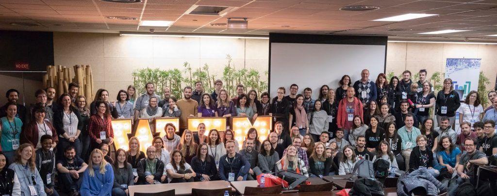 Letras luminosas para eventos de madera en Barcelona de alquiler - BCN LETTERS