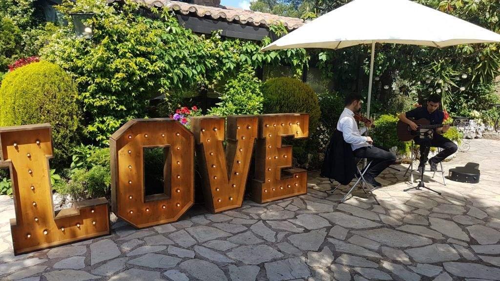 ALQUILER DE LETRAS LOVE EN MAS VENTÓS - BCN LETTERS