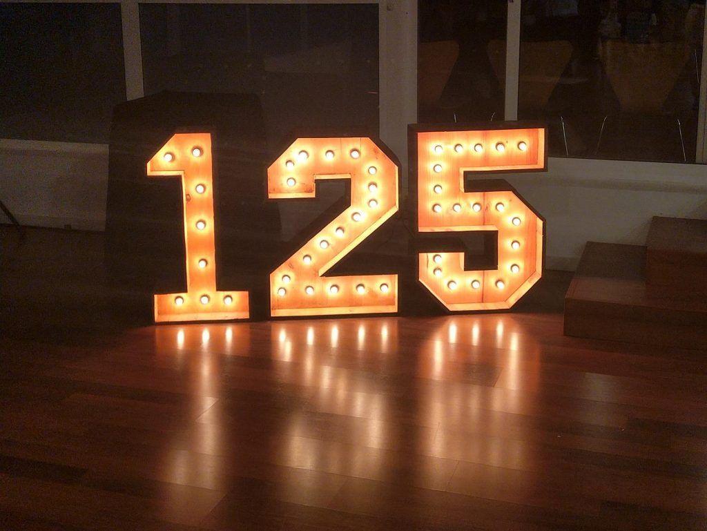 Alquiler números con luces para cumpleaños Barcelona