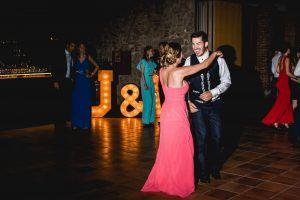 Letras luminosas de madera para bodas en Can Magí