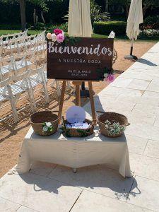 Cartel de madera bienvenidos personalizado para bodas en La Torre dels Lleons