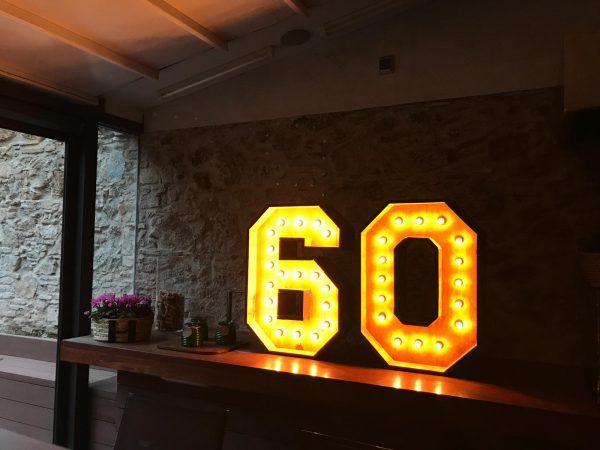 Números con luces para 60 cumpleaños de alquiler