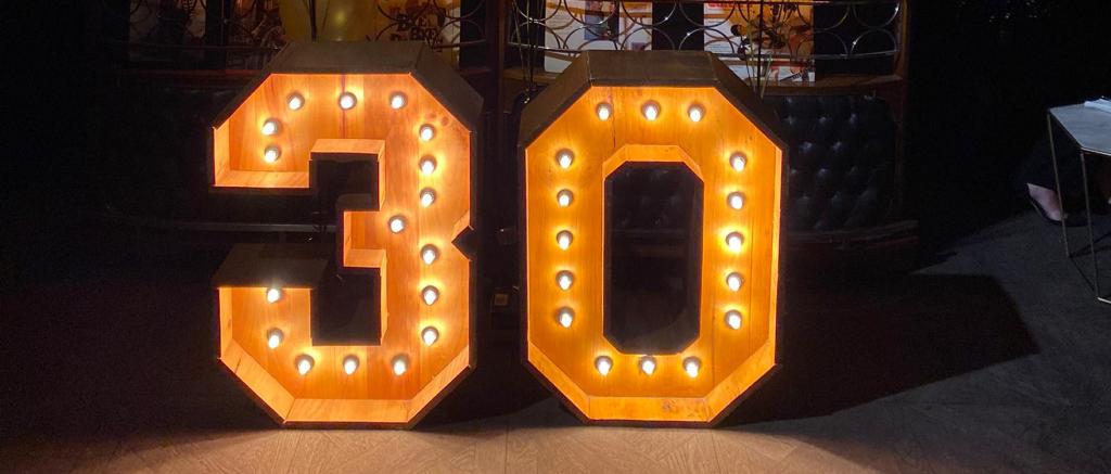 Alquiler de números luminosos para cumpleaños BCNLETTERS