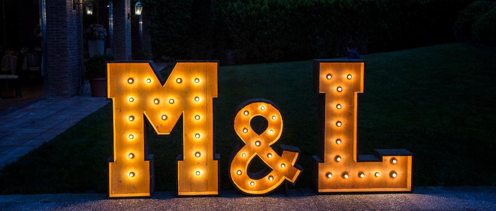 Alquiler letras Luminosas Para Boda en Barcelona BCNLETTERS para bodas en Mas de Sant Lleí