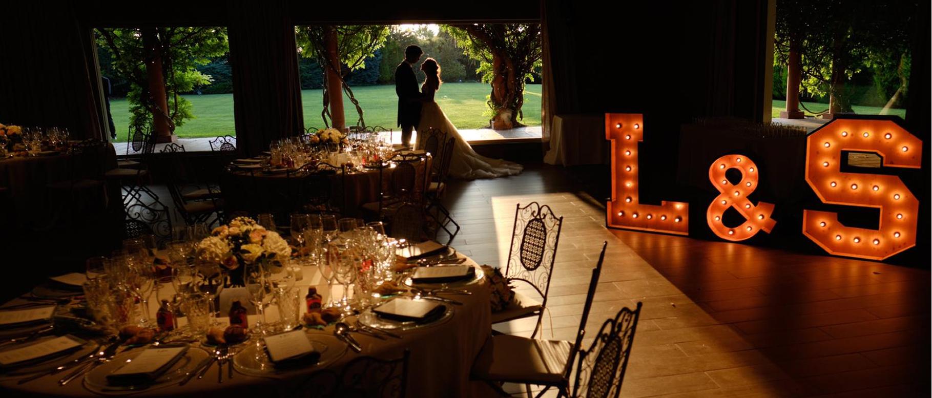 Alquiler pack de letras luminosas de madera para bodas en Barcelona - BCN LETTERS