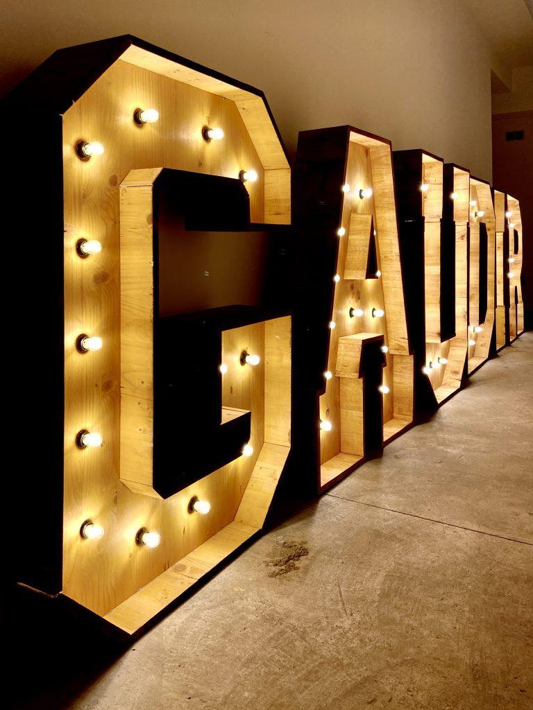 letras luminosas de alquiler BCN LETTERS premis Gaudí 2020