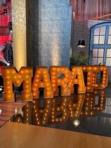 Letras-luminosas-boda-gigantes-alquiler-marató-barcelona-bcn-letters